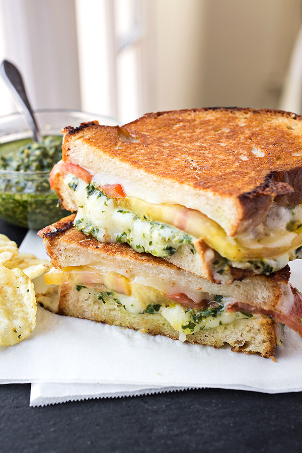 tomato-pesto-grilled-cheese_05-16-14_5_ca