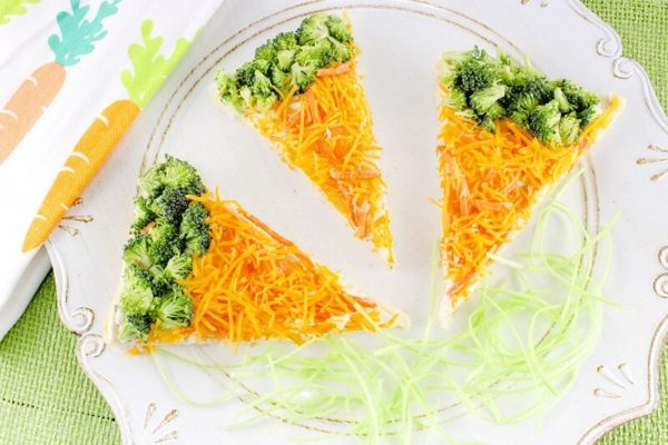 Easy Carrot-Shaped Veggie Pizza Bars from Crayons & Crayons | Bottom Left of the Mitten