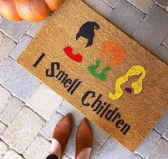 Hocus Pocus Doormat from SweetJJdesigns | Halloween 2018 | Bottom Left of the Mitten