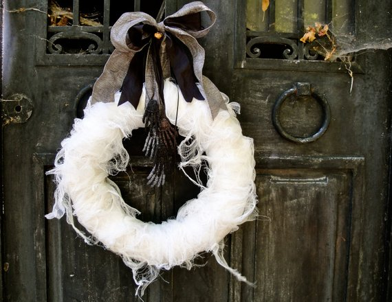 Mummy's Tomb Wreath from thechicadeeshop | Halloween 2018 | Bottom Left of the Mitten
