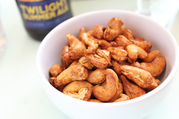 Air Fryer Rosemary Cashews in a bowl.